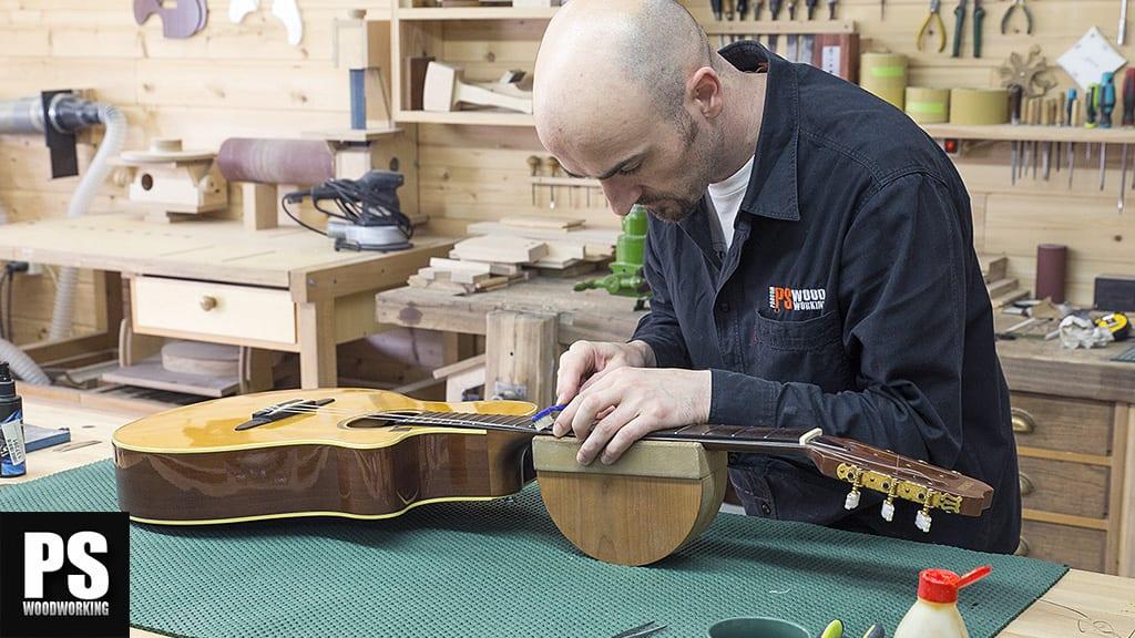 Restauración de una guitarra acústica