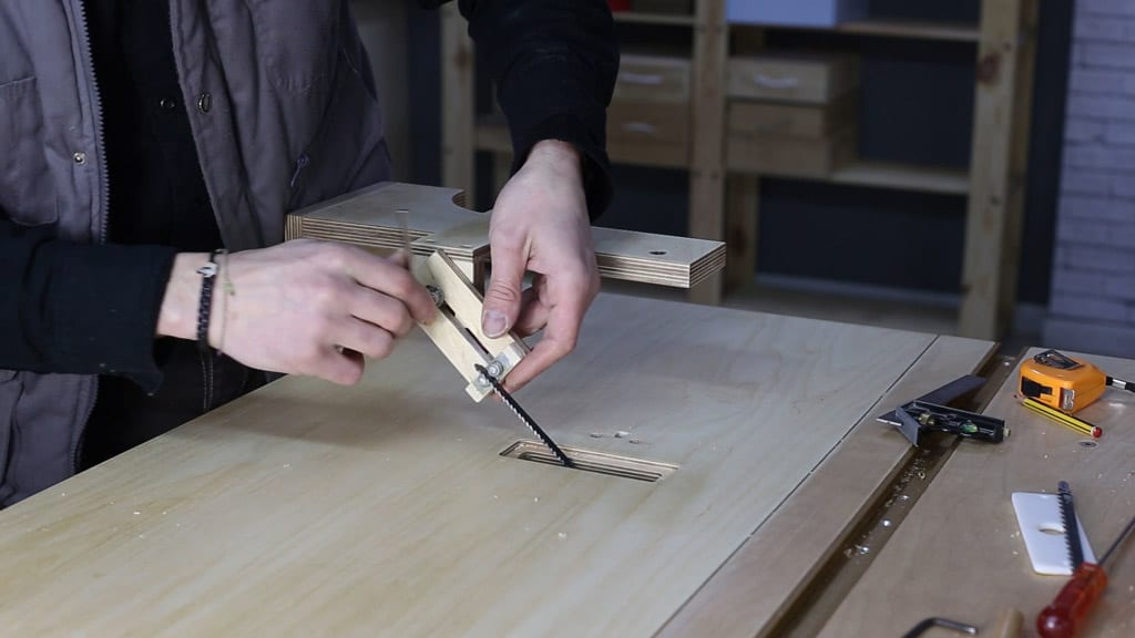 How-to-make-jig-saw-guide-woodworking