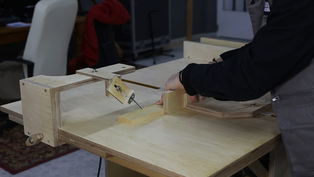 How-to-make-homemade-jig-saw-guide