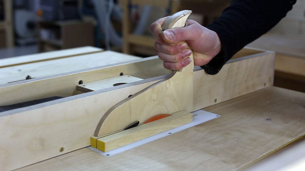 Como-usar-empujador-casero-sierra-mesa-seguridad