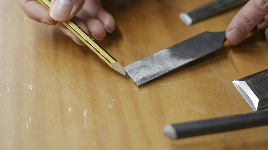 How-sharpen-damage-edge-chisels