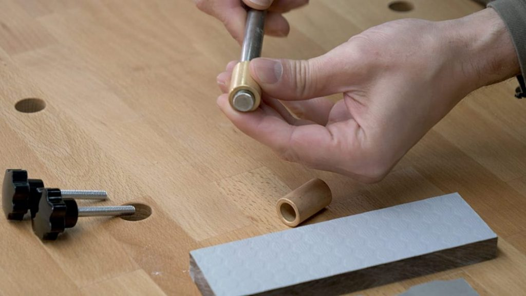 DIY-dremel-plunge-router-base-brass-sleeve-bushings