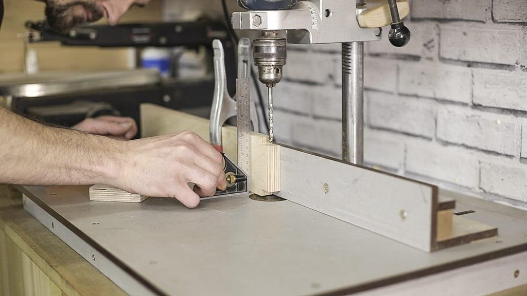 Como-hacer-agujero-escuadro-taladro-columna-bricolaje