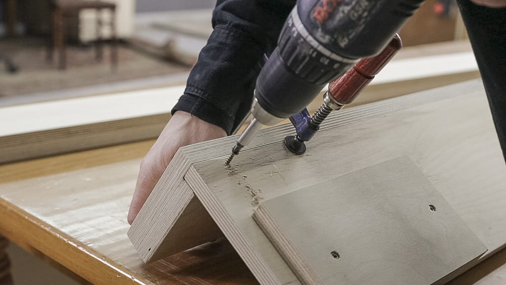 How-screw-hard-plywood-woodworking
