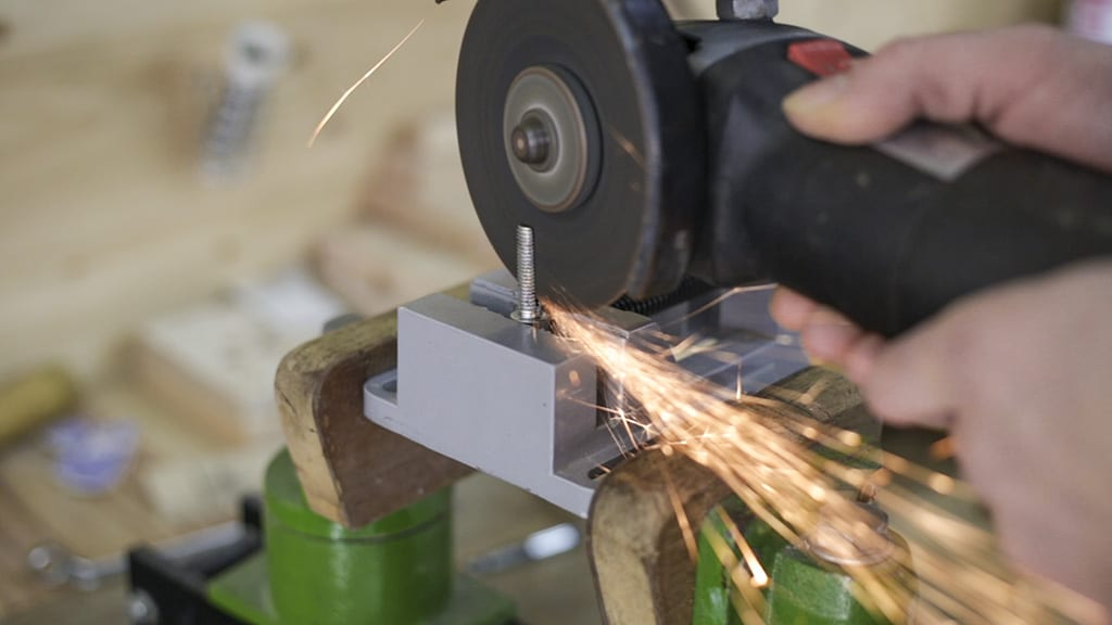 How-make-cut-steel-screw-angle-grinder-woodworking