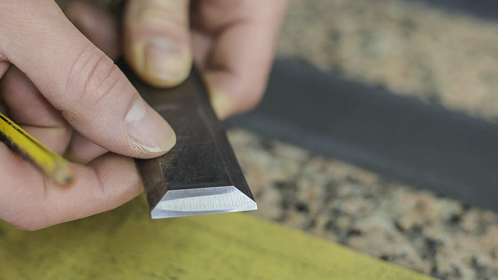 Properly-sharpened-woodworking-chisel