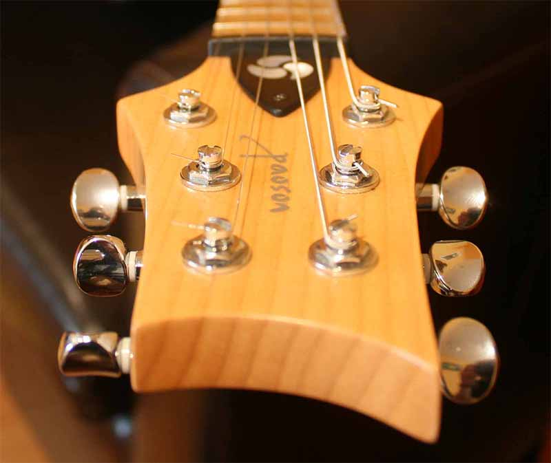Electric-guitar-neck-grain-woodworking