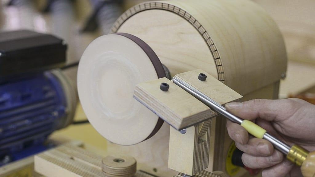 Homemade-lathe-grinding-wheel-woodturning-chisel