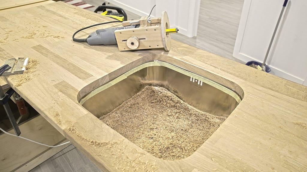 How-install-european-kitchen-countertop-sink-visible-edge