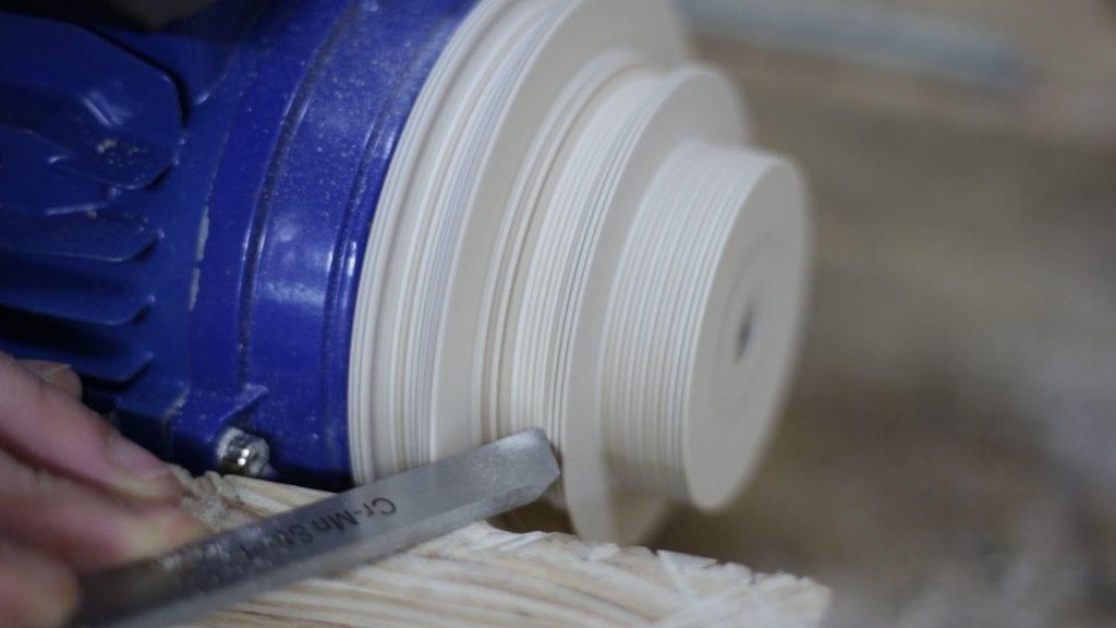 Como-hacer-tornear-poleas-madera-contrachapado-bricolaje