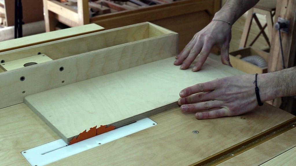 Table-saw-safety-tips-kickback-pushing