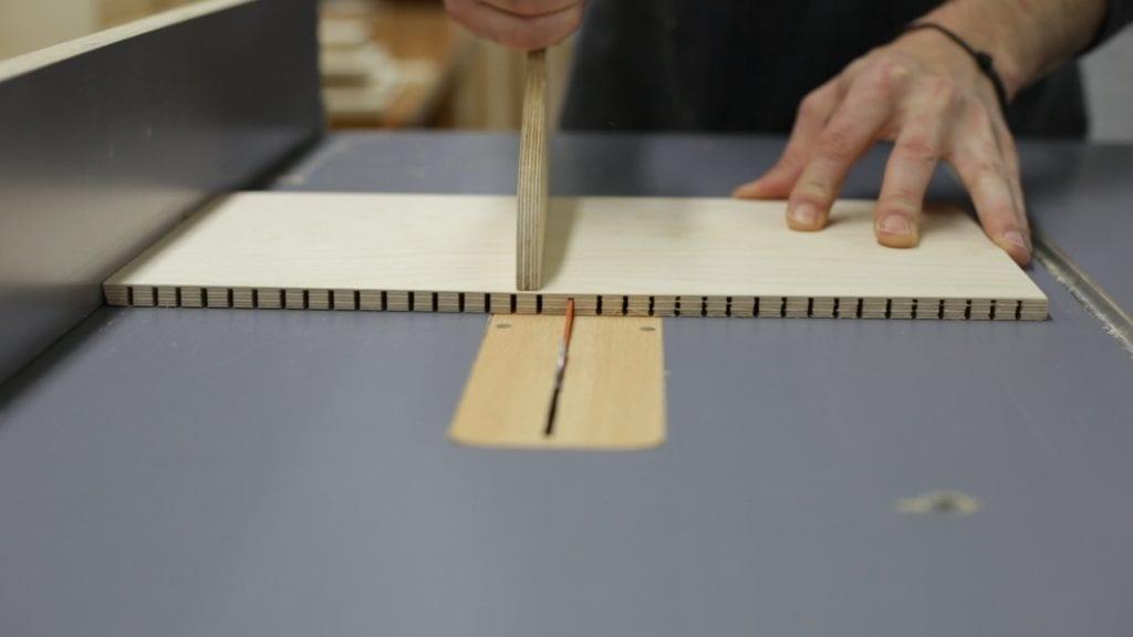 Como-doblar-contrachapado-sierra-mesa-carpinteria