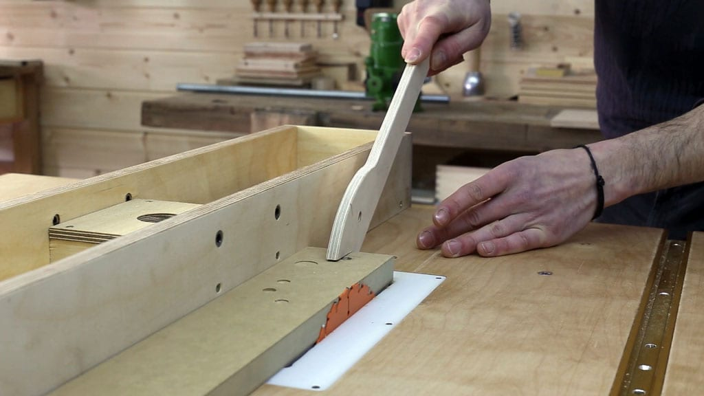 Table-saw-safety-tips-kickback-push-stick