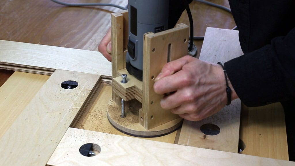 How-use-adjustable-routing-template-plunge-base-woodworking