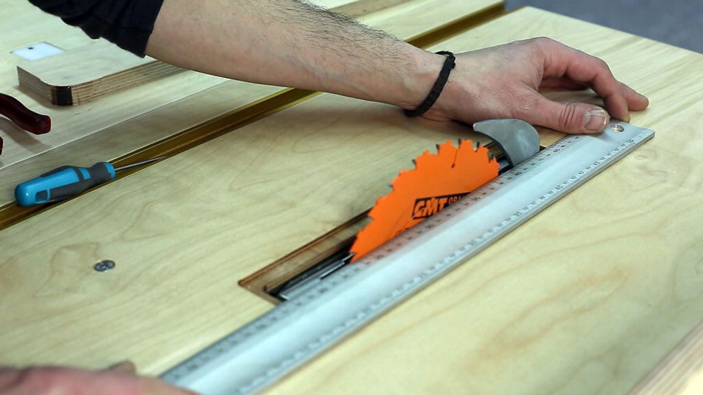 Table-saw-safety-tips-kickback-installing-splitter