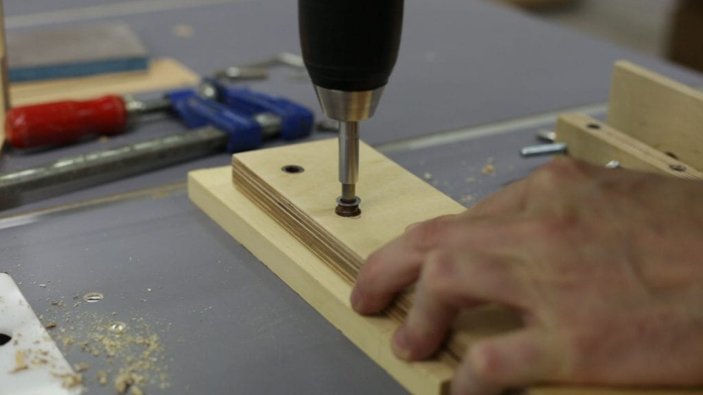 How-install-diy-inverted-jig-saw-guide-threaded-insert