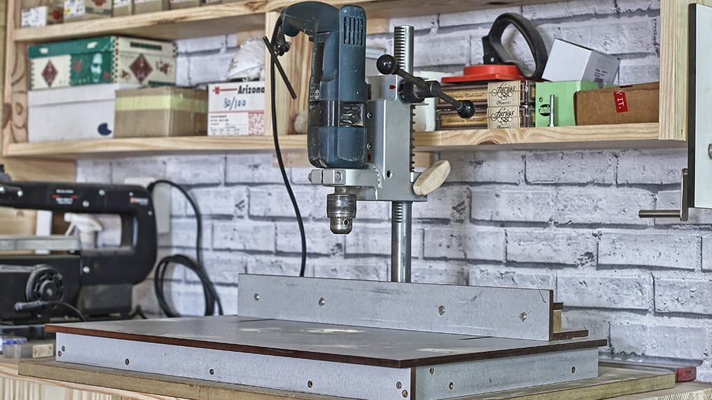 beginner-woodworking-drill-press-stand-table