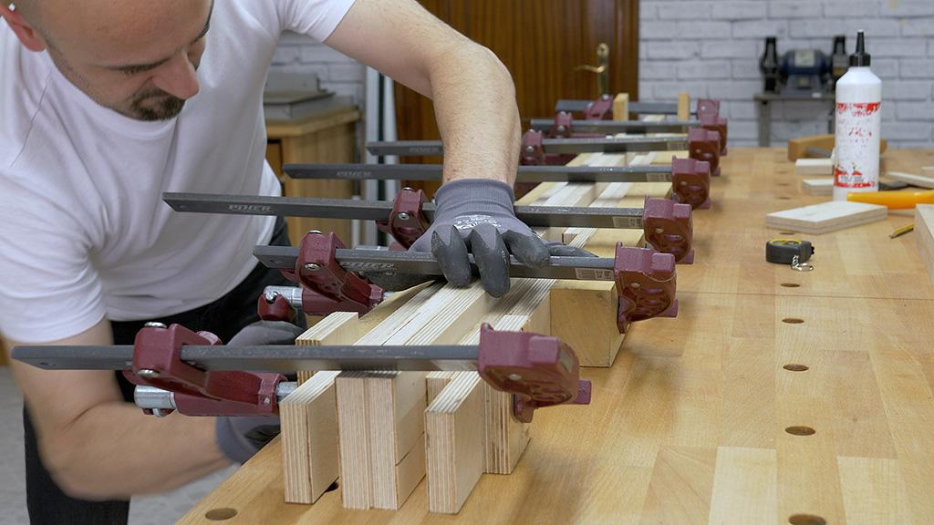 How-make-diy-mobile-workbench-plywood-frame