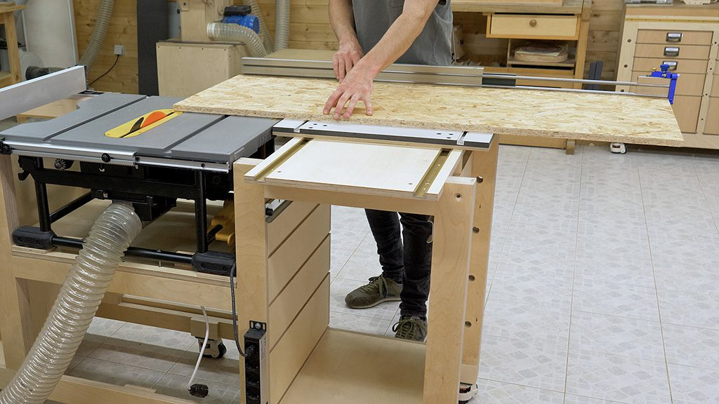 Homemade-extendable-sliding-carriage-table-saw-workbench