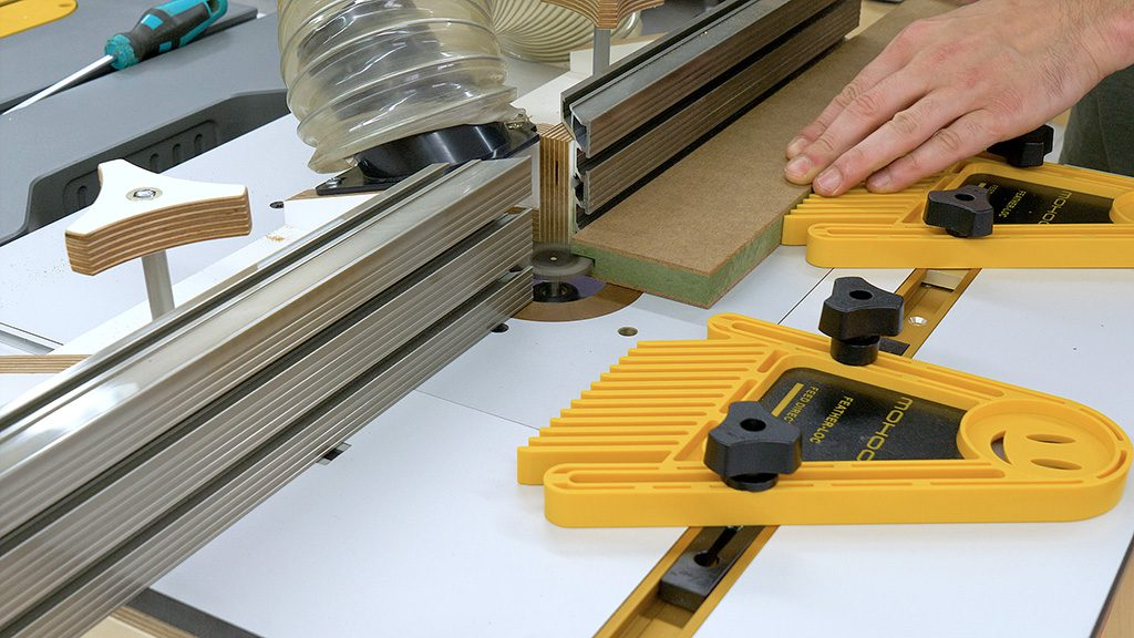 How-use-router-table-diy-featherboard