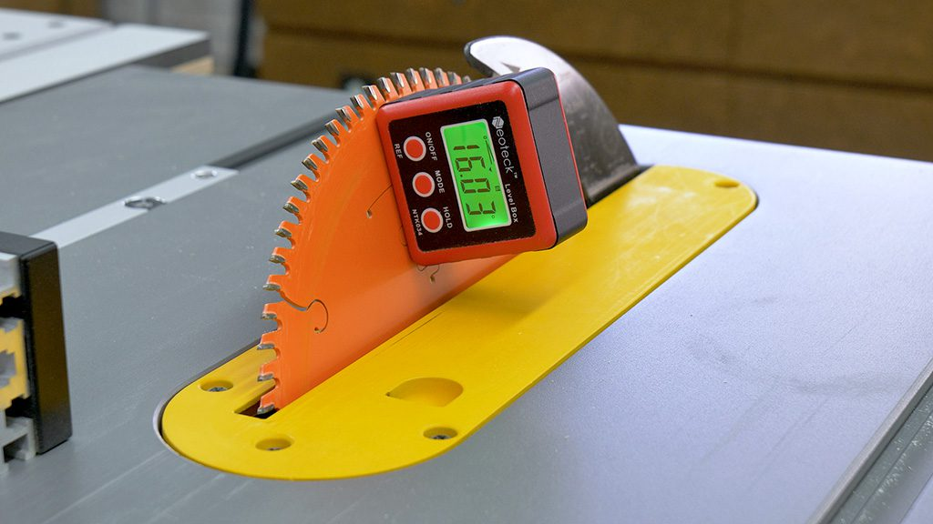 How-make-woodworking-table-saw-digital-angle-gauges